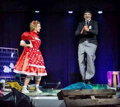 Vibo, successo per la rappresentazione teatrale 'I 4 viandanti alla ricerca della città felice'