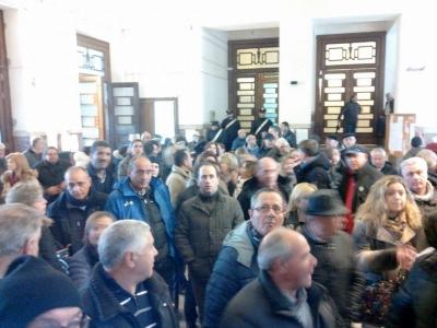 Vibo, sciopero 'silenzioso' dei dipendenti della Provincia. In corteo nonostante la pioggia