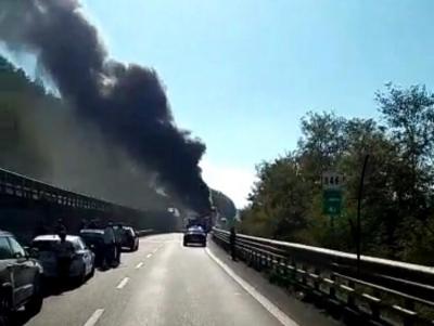 Pullman in fiamme sull'A2 tra Pizzo e Sant'Onofrio