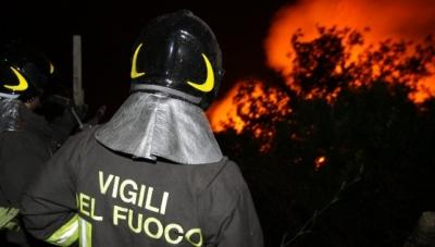 Il Vibonese brucia: 46 interventi dei Vigili del Fuoco, case evacuate a Vibo