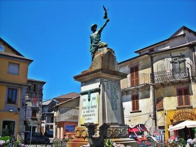 Serra, restauro completo per il Monumento ai Caduti: l'intervento finanziato da un'azienda locale