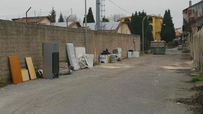 Serra, dove c'era una discarica adesso c'è un container. La soluzione tampone del Comune