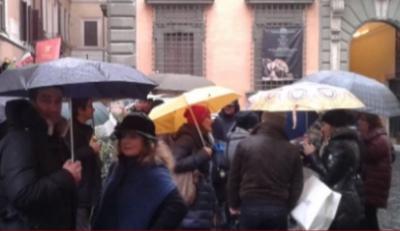 I dipendenti della Provincia di Vibo contro il 'default'. Ieri la protesta in piazza Montecitorio