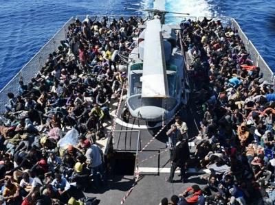 Vibo, sbarcata una nave con oltre 600 migranti: a bordo anche 16 morti