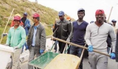 Giornata dell'ecologia a Vibo: 25 migranti all'opera per ripulire la città