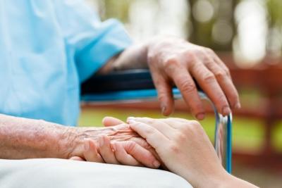 Serra, servizi di cura agli anziani e per l'infanzia: al via la selezione di 33 figure professionali