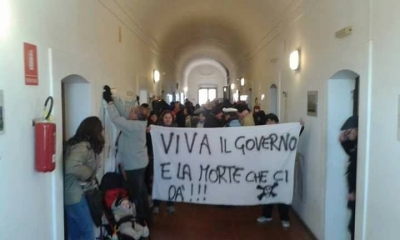 Nicotera, si inasprisce la protesta per l'acqua pubblica: i cittadini occupano il Municipio